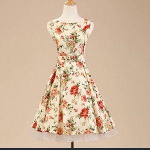 Dresses & Skirts - Floral vintage style dress
